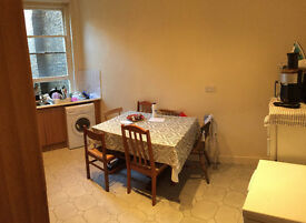 Nice Double room is available for a single person, 5min walk to Stataion ** no extra **