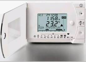 SIEMENS REV 24 7 day digital programmable thermostat timer. Free postage or collect. 13 available.