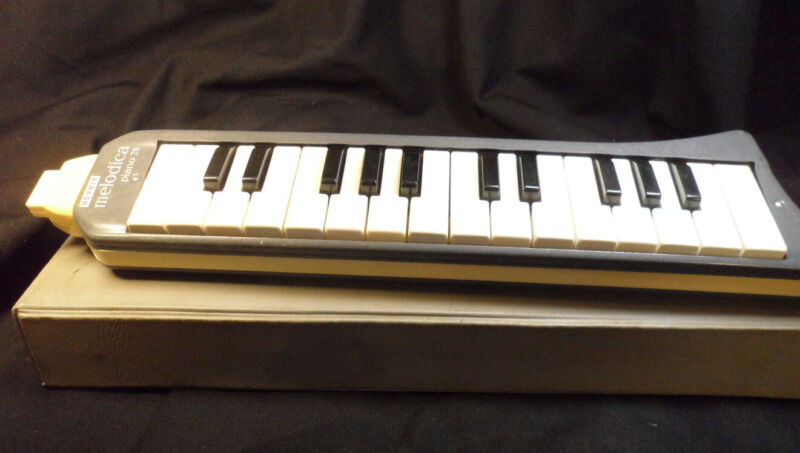 Hohner Melodica Piano 26 Mouth Organ  With Case  - 2 Mouth Pieces - Manual