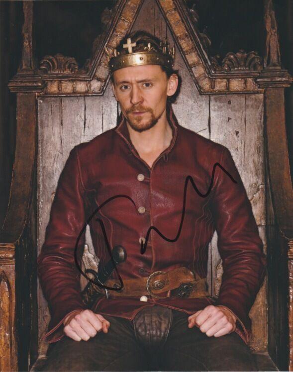Tom Hiddleston Autographed Signed 8x10 Photo COA