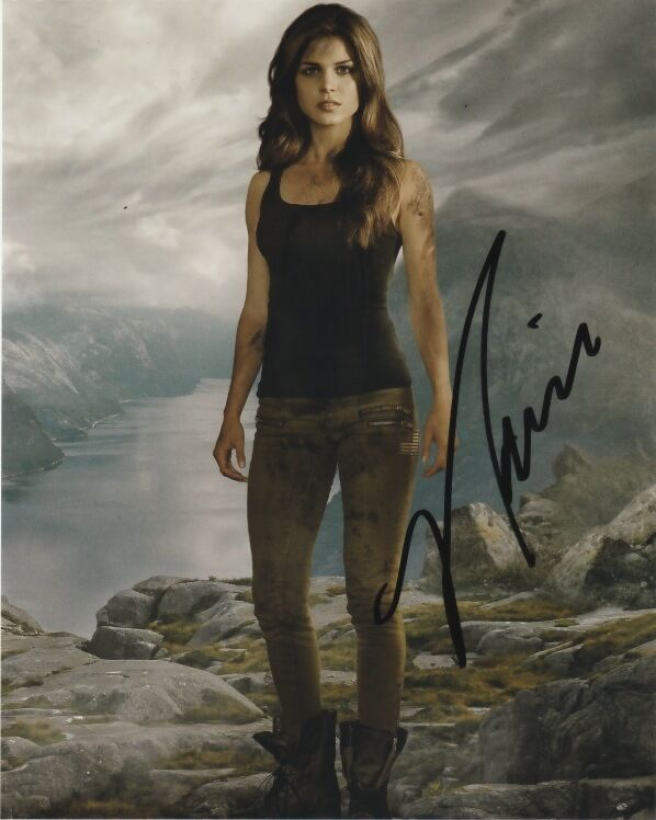 The 100 Marie Avgeropoulos Signed Autographed 8x10 Photo COA w/Proof