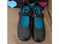 Girls Startrite school shoes in 5 E, black leather. Bnib.