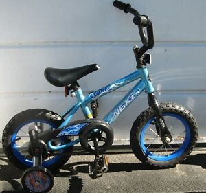 "kids NEXT bile with 12.5 "" tires with training wheels"