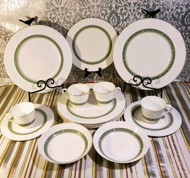 120502ff35986 Vintage 1970  39 s Royal Doulton 14 pc Dinner Set Retired Fine China ...