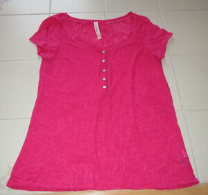 Girls fuscia sheer pattern t-shirt from Aeropostale in size Med