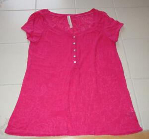 Girls fuscia sheer pattern t-shirt from Aeropostale in size Med