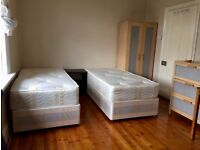 Perfect twin room for two friends Near Elephant Castle On Old Kent Road two bathrooms cleaner