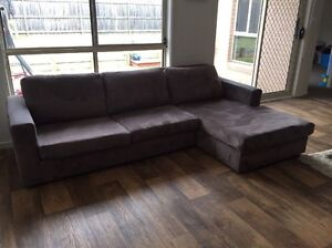 4 Seater with chaise and 2 Seater sofa (Can Delivery) Prestons Liverpool Area Preview
