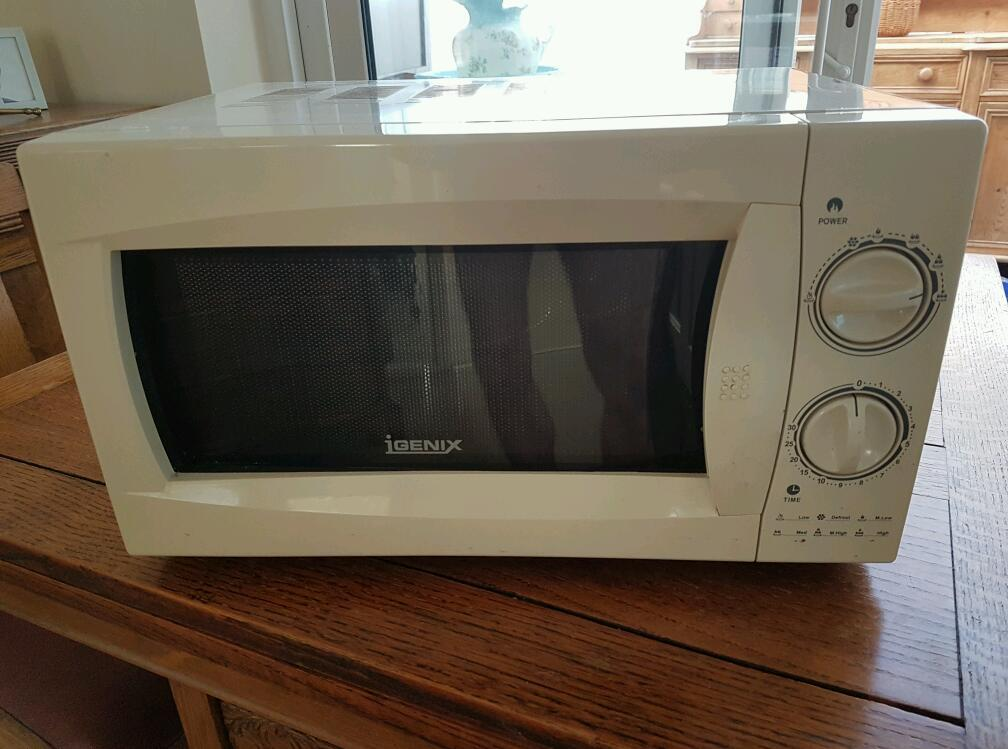 800w microwavein Great Yarmouth, NorfolkGumtree - An 800w microwave, P A T tested and in good condition, possible delivery at a cost depending where you are
