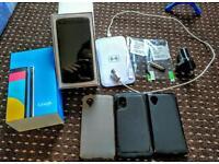 Nexus 5 16 gig white with extras