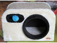 Nobby Design unusual cat bed/tower/scratching post camera design vgc £50