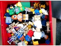 approx 10kg mixed lego including about 20 minifigures and accessories