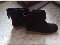 Ladies brown boots size 7 very good condition