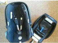 Maxi Cosi Cabriofix & Isofix Base + Accessories