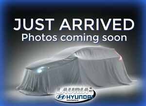 2015 Hyundai Elantra GLS Manual  - Backup camera / Sunroof / Blu