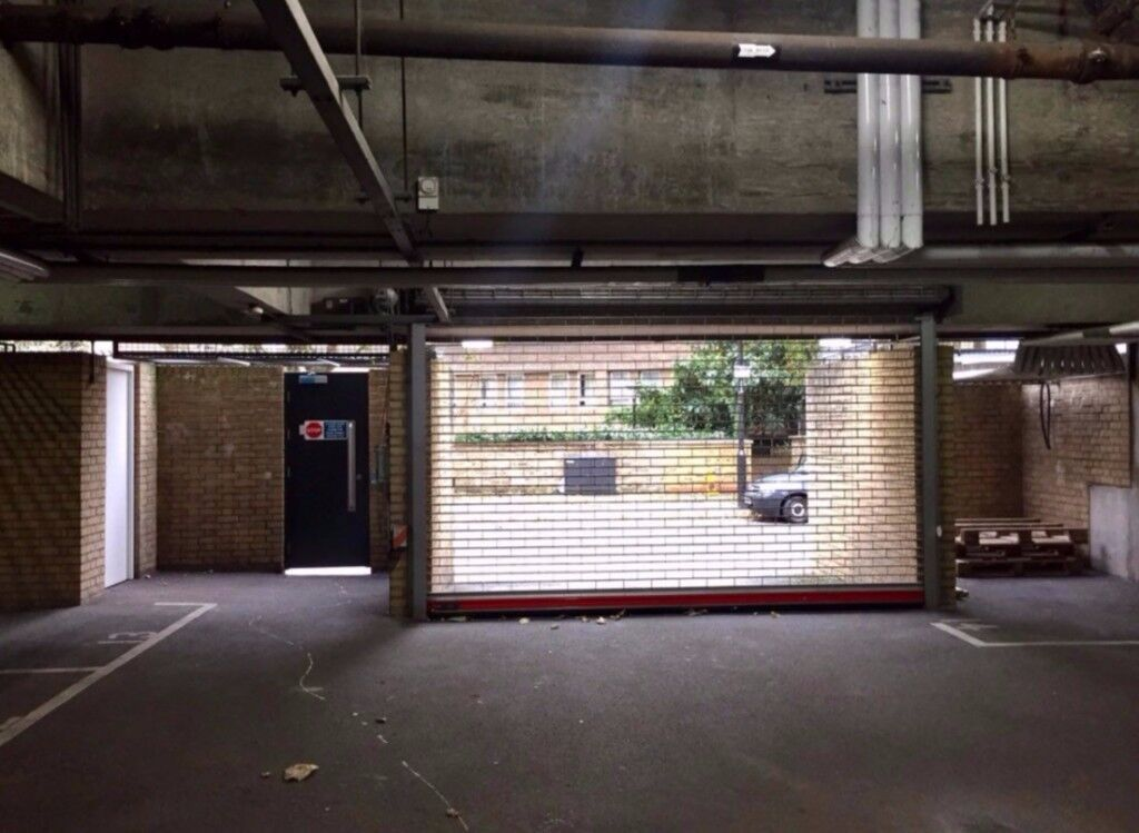Very Secure Parking Space in Tower Hill, E1W, London (SP42805)