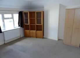 4 Bedroom House - Greenford with Links to transport - Northolt, Ealing, Harrow.