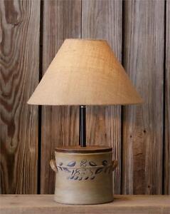 Merveilleux New Primitive Country Antique Style VINTAGE CROCK LAMP Electric Table Light