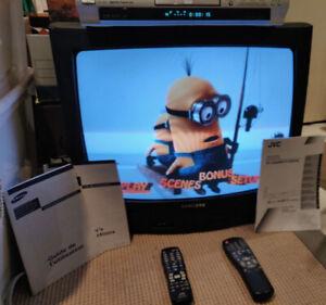 Télé & lecteur DVD/CD à vendre (TV & DVD/CD player for sale)