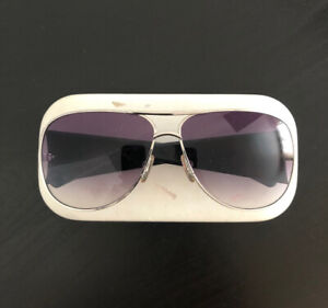Beautiful Marc Jacobs aviator sunglasses with case