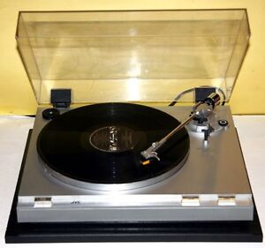 JVC Vintage Stereo Turntable Model L-A21 With Needle Cartridge.