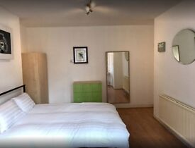 DOUBLE ROOM CLOSE TO SILVER STREET STATION and NORTH MIDDLESEX UNIVERSITY HOSPITAL.