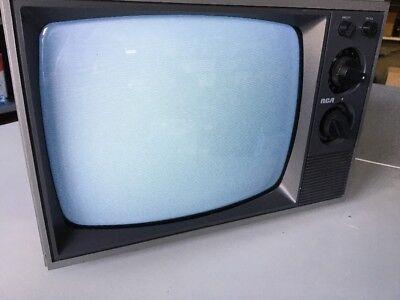 RCA VINTAGE TELEVISION SET 12 - INCH  TV 1984 RETRO Working !