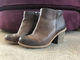 Clarks Boots Size 5 Free Delivery