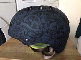 BELL Faction Scooter BMX Skating Cycling Helmet - Size M(54-59cm) punk alternative skull design