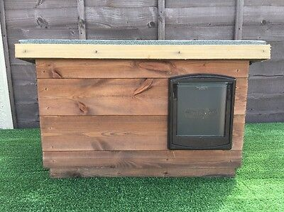 small Outdoor Quality  Wood Dog/Cat Kennel/ Shelter ~ Dog House