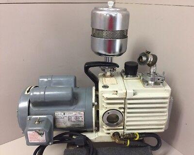 Leybold Trivac D8a Vacuum Pump W Ge 1hp 5kcr47ug26bt Ac Motor