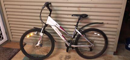 Diamondback Outlook Ladies Bike For Sale. Ready to go