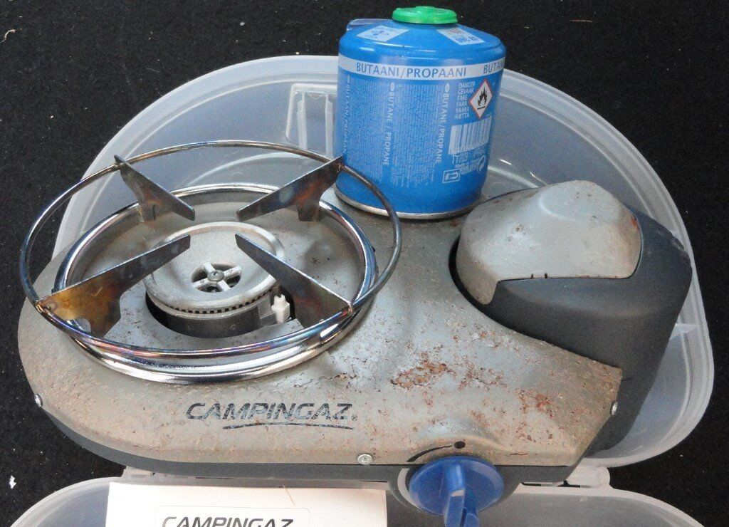 Campingaz Bistro 300.Campingaz Bistro 300 Camping Stove With Instructions And 2 Canisters