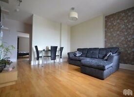 Double room to rent in spacious 2 bed flat near Brunswick Square & Hove Lawns