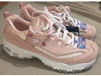 Ladies / Girls Sketchers Pink Trainers Air Cooled Memory Foam