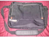 TOSHIBA Messenger Laptop Bag (15 Inch)