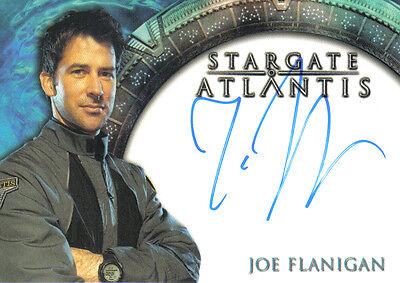 STARGATE ATLANTIS SEASON 1 AUTOGRAPH CARD OF JOE FLANIGAN AS MAJOR JOHN SHEPPARD