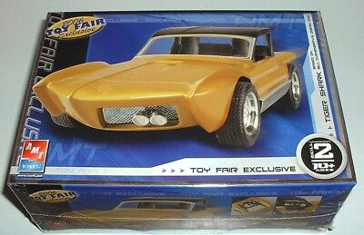 TIGER SHARK Custom Show Car with Display Stand Plastic Model Kit New Sealed 2006