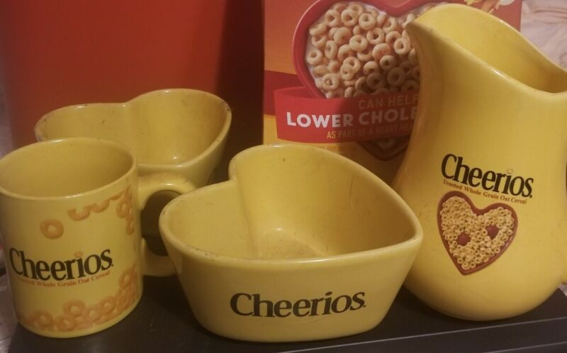 Cheerios Heart Shaped Yellow Cereal Bowl/Milk Pitcher Ceramic General Mills 2003