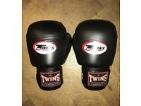 Twins Special 20oz gloves.