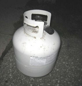 Empty 20 Lb BBQ Propane Tanks, expiration 2025