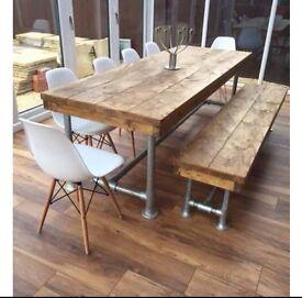 Besboke rustic solid table