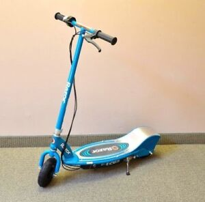 Razor E200 electric scooter with box and charger