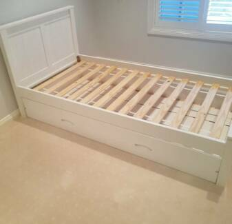 Lillydale White Bed Single Frame great condition with trundle bed