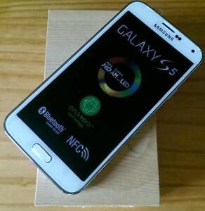Brand new open box Samsung Galaxy S5 16gb white/Grey Unlocked !