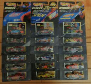 Hot Wheels Pro Racing lot de 18 voitures