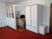 Large Bedsit In South Croydon with Private Kitchen - £90 per week