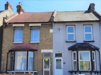 ***SPACIOUS REFURBISHED 3 BED HOUSE IN ROMFORD VACANT NOW***£1400***