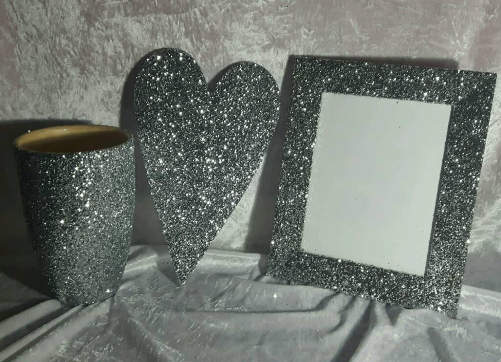 VasePic frameHeart plaquein Dudley, West MidlandsGumtree - Bundle of silver
