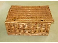 Wicker basket picnic hamper